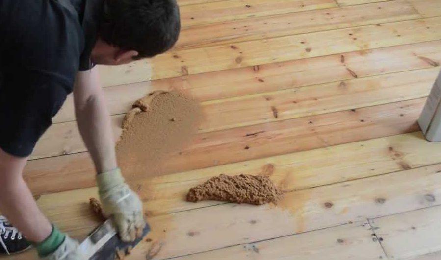 mass filling pine floor